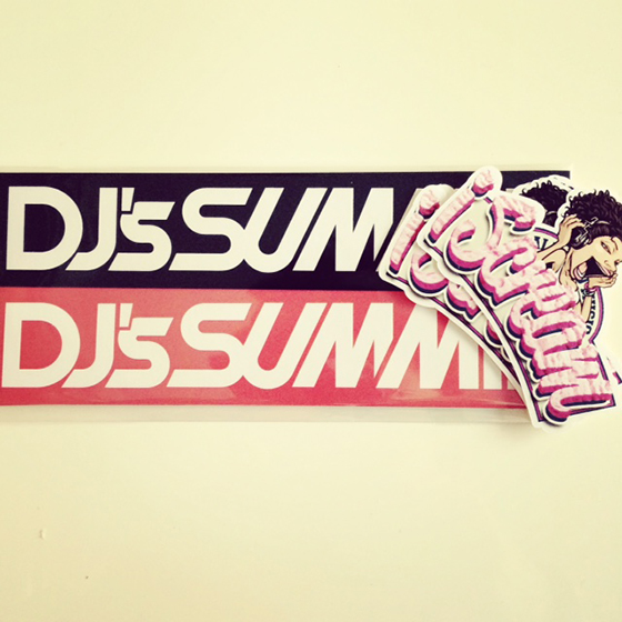 「DJ's SUMMIT」「iScream」ステッカー完成!